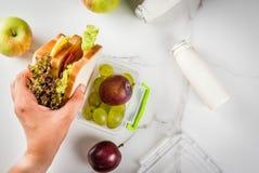 Zdrowy szkolnego lunchu pudełko obrazy royalty free