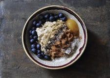 Zdrowy, włókno wypełniający oatmeal puchar zdjęcia royalty free