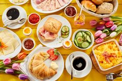 Zdrowy wiosny śniadanie dla dwa zdjęcie royalty free