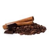 Zdruzgotani czekoladowi golenia palowi i cynamonowi kije Zdjęcie Stock