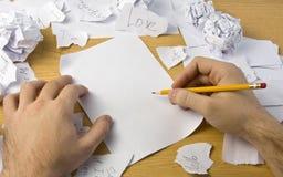 zdruzgotanych ręk papierowy workspace Fotografia Royalty Free
