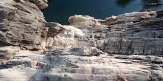 Zdumiewa się górę z rzecznym maa narmada, Jabalpur ind Fotografia Royalty Free