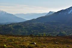 Zdumiewający mglisty krajobraz na zmierzchu Obrazy Royalty Free
