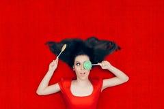 Zdziweni Bożenarodzeniowi dziewczyny mienia lizaki Obraz Royalty Free