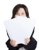 Zdziwiona biznesowa kobieta wręcza mienie dokumenty. fotografia royalty free