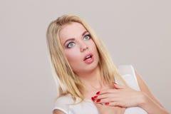 Zdziwiona szokująca kobiety twarz z otwartym usta Fotografia Royalty Free