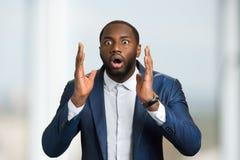 Zdziwiony afro amerykański biznesmen Fotografia Stock
