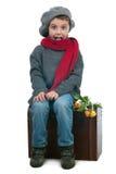 Zdziwiony młody chłopiec obsiadanie na trank Zdjęcie Royalty Free