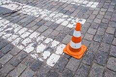 Zebrapad op weg voor kruis de straat Royalty-vrije Stock Afbeeldingen
