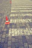 Zebrapad op weg voor kruis de straat Stock Afbeeldingen