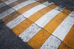 Zebrastreifen auf der Straße Lizenzfreie Stockfotografie