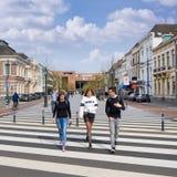 Zebrastreifen zum neuen Bahnhof, Breda, die Niederlande Lizenzfreie Stockfotos