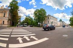 Zebry skrzyżowanie z białymi ocechowanie liniami i kierunek ruch Fotografia Royalty Free