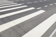 Zebry skrzyżowanie z Pustym ruchem drogowym Zdjęcia Royalty Free