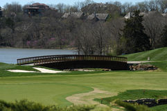 Zeder-Nebenfluss-Golfplatz-Brücke Stockbilder