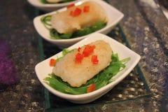 Zeebaars en Japans zeewier Stock Foto