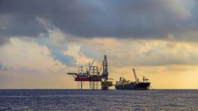 Zeeboringsinstallatie en FPSO-schipfotografie stock fotografie