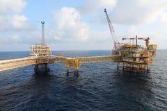 Zeebouwplatform voor productieolie en gas, Olie en gas de industrie Royalty-vrije Stock Foto's