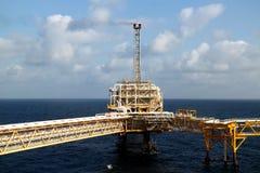 Zeebouwplatform voor productieolie en gas, Olie en gas de industrie Royalty-vrije Stock Afbeelding