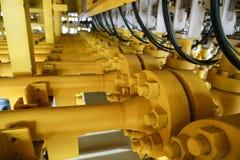 Zeebouwplatform voor productieolie en gas, Olie en gas de industrie en het harde werk, Productieplatform en verrichting Royalty-vrije Stock Afbeeldingen