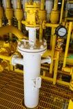 Zeebouwplatform voor productieolie en gas, Olie en gas de industrie en het harde werk, Productieplatform en verrichting Stock Afbeelding