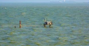 Zeegarnalennetten en stijve keten voor verre bemanning stock fotografie