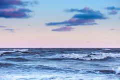 Zeegezicht bij stormachtige dag Stock Foto