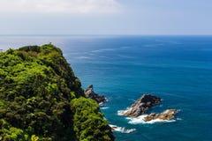 Zeegezicht en kustlijn in Jusambutsu-park, Amakusa, Kumamoto stock afbeeldingen