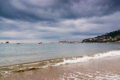 Zeegezicht en onweerswolken in Montenegro, Europa Royalty-vrije Stock Foto