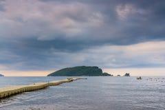 Zeegezicht en onweerswolken in Montenegro, Europa Royalty-vrije Stock Foto's