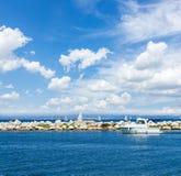 Zeegezicht met deap blauwe oceaanwateren Royalty-vrije Stock Foto's