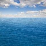 Zeegezicht met deap oceaanwateren Stock Fotografie