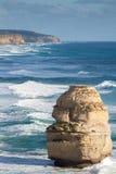 Zeegezicht met eenzame rots Stock Foto