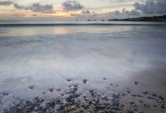 Zeegezicht met golven kust bij Swanage-baai Royalty-vrije Stock Afbeelding