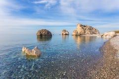 Zeegezicht met Petra tou Romiou in Pafos, Cyprus Royalty-vrije Stock Afbeeldingen