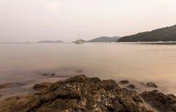 Zeegezicht tijdens Zonsopgang Mooi Natuurlijk Zeegezicht, Lam Panwa Ph Royalty-vrije Stock Fotografie