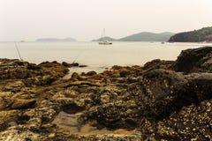 Zeegezicht tijdens Zonsopgang Mooi Natuurlijk Zeegezicht, Lam Panwa Ph Stock Foto's