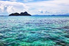 Zeegezicht. Turkoois water royalty-vrije stock fotografie