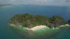 Zeegezicht van Caramoan-Eilanden, Camarines Sur, Filippijnen stock video