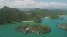 Zeegezicht van Caramoan-Eilanden, Camarines Sur, Filippijnen stock videobeelden