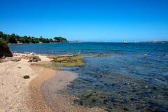 Zeegezicht van het strand van Cannigione ` s royalty-vrije stock afbeelding