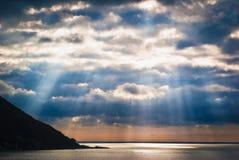 Zeegezicht van Italiaanse kustlijn stock foto