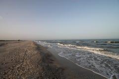 Zeegezicht, wild strand, oceaangolven Stock Foto