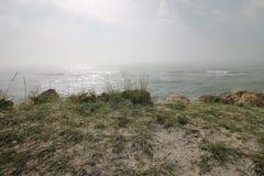 Zeegezicht, wild strand, oceaangolven Stock Afbeeldingen