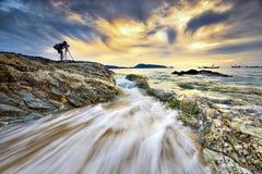 Zeegezichtfotograaf op phuketstrand Stock Afbeeldingen
