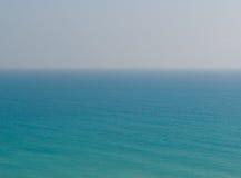 Zeegezichtlandschap van kalme overzees Stock Afbeelding