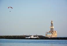 Zeegezichtpanorama met glijscherm en schip royalty-vrije stock foto