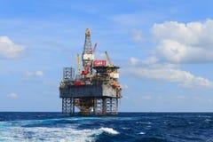 Zeejack up drilling rig over het Productieplatform Royalty-vrije Stock Fotografie
