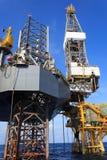 Zeejack up drilling rig over het Productieplatform Stock Fotografie