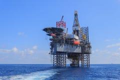 Zeejack up drilling rig over het Productieplatform Stock Foto
